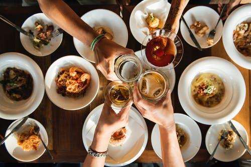 Nyd et godt selvskab med en måltidskasse til 6+ personer